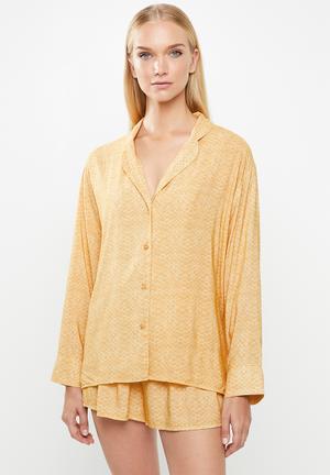 Sleep shirt & shorts set - yellow