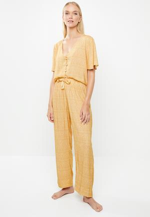 Sleep shirt & pants set - yellow