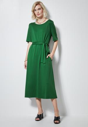 Fit & flare belted dress - green