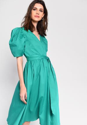 Full skirt wrap dress with puff sleeve - green