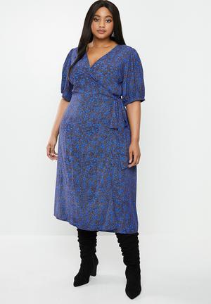 Plus ditsy floral midi wrap dress - blue