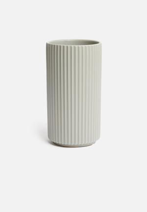 Ribbed vase - grey
