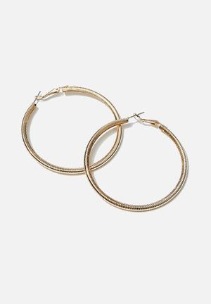 Luxe layers large textured hoop - gold