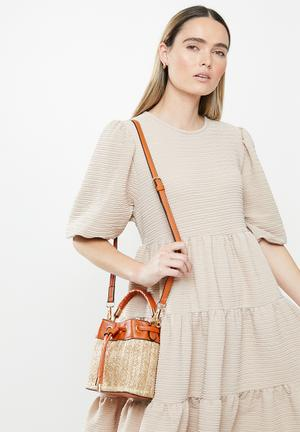 Straw bucket bag - natural