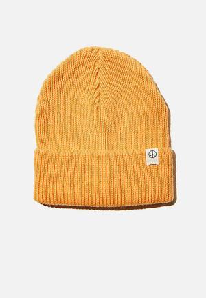 Winter knit beanie - melon pop