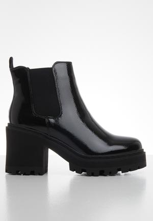 Patent cleated sole chelsea boot - black