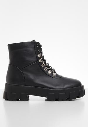 Sharr lace-up boot - black