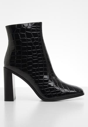 Wide fit ankle boot - black
