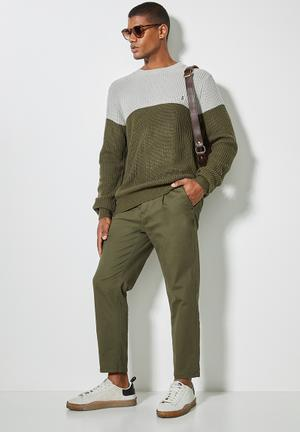 Block chunky crew knit - khaki & grey