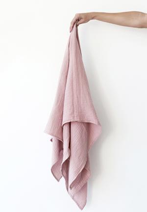 Muslin swaddle blanket - dusty pink