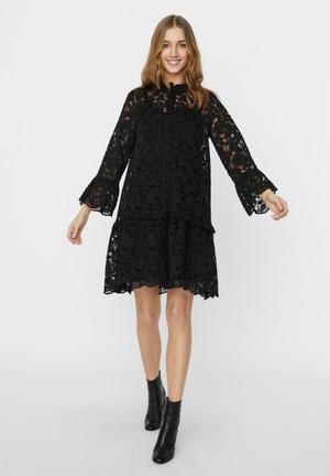 Aurelia 7/8 lace dress - black