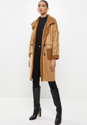 Double buttoned fur coat with front pockets - camel