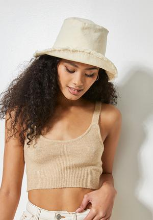 Raw hem bucket hat - white