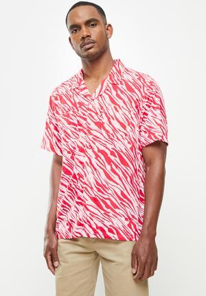Short sleeve classic camper wavey stripe paradise - red & white