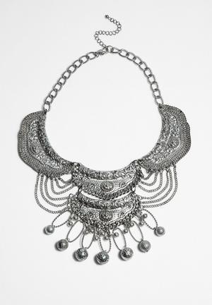 Ludis Necklace
