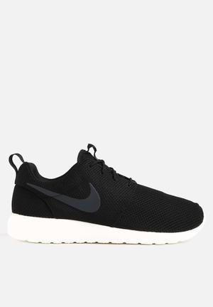 Nike Roshe One Sneakers Black / Anthracite / Sail