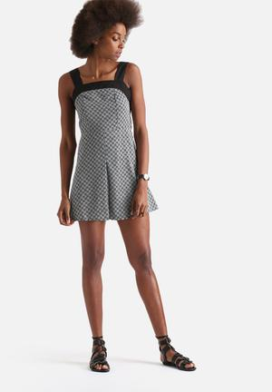 Influence. Front Pleat Pinafore Dress Casual Black & White
