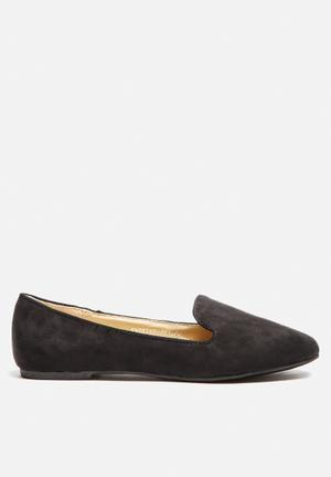 Cape Robbin Smoking Slipper Pumps & Flats Black