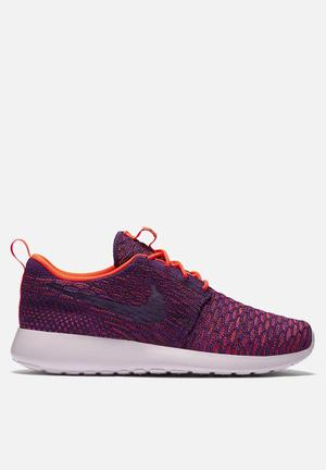 Nike W Roshe One Flyknit Sneakers Total Crimson / Vivid Piurple