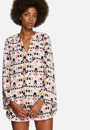 The Fifth Lucidity Long Sleeve Top Blouses Cream, Pink, Black Multi