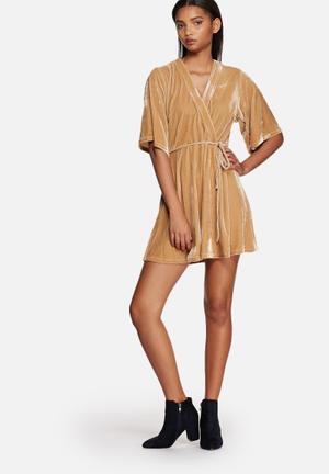 Glamorous Velvet V-plunge Dress Casual Camel
