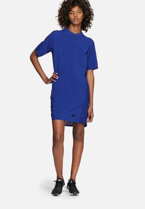 Nike Bonded Dress T-Shirts Blue
