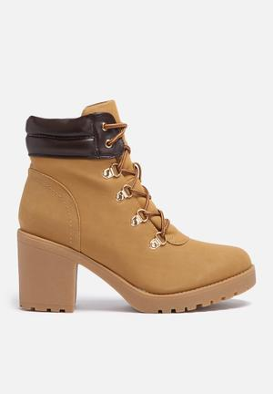 Therapy Louis Boots Tan