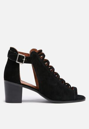 Therapy Latter Heels Black