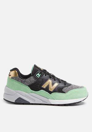 New Balance  WRT580CF Sneakers Black / White & Green
