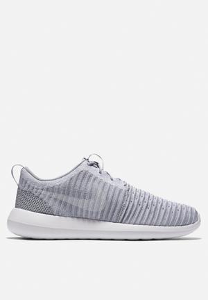 Nike Roshe Two Flyknit Sneakers Wolf Grey / Stadium Green