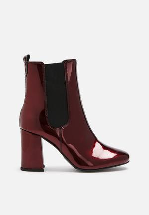 Pieces Antonia Patent Leather Chelsea Boot Burgundy