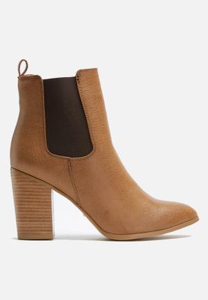 Billini Jaida Boots Tan