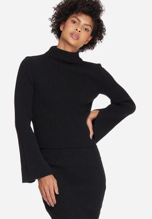 Split sleeve funnel neck