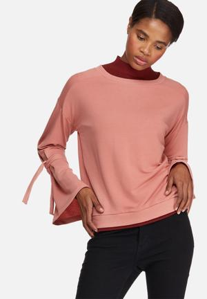 Sleeve knot sweat