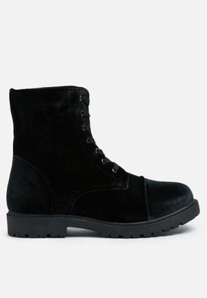 Truffle Colt Boots Black
