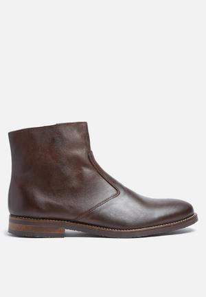 Junior leather boot
