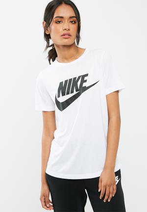 Nike Essential Tee T-Shirts White & Black