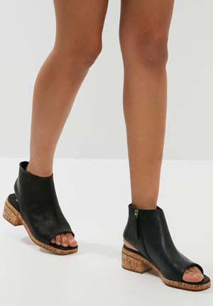 E8 By Miista Lucina Boots Black