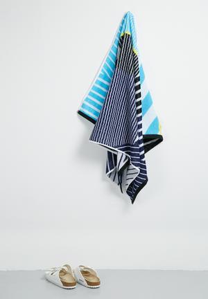 Blue illusions beach towel