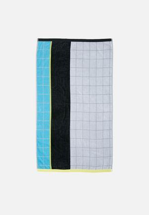 Gradual grid beach towel