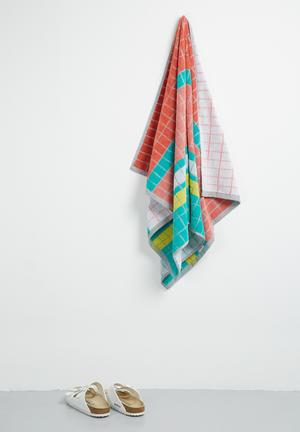 Lovely lines beach towel