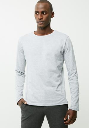 Plain tail crew neck tee