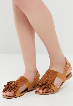 56aeb1eb3511 Tassel and fringe sandal