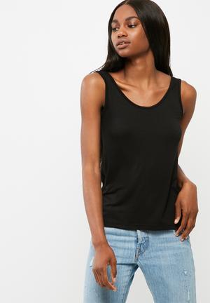 Scoop style vest