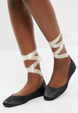 Dailyfriday Satin Ballerina Pump Black