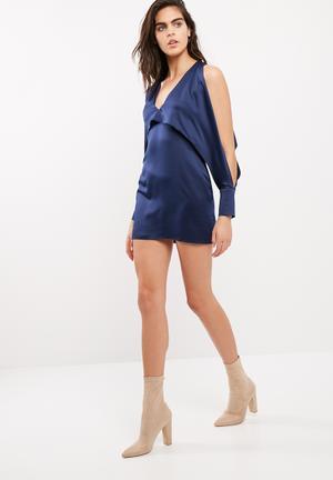 Cold shoulder split sleeve shift dress