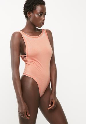 Wash ladder side scoop neck bodysuit