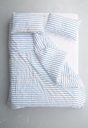 Azure stripe printed duvet set