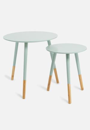 Graceful table set