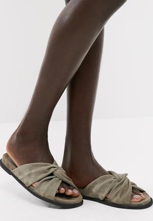 Celia leather sandal